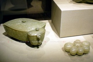 320_p_1160393_indian_jadeite_vessels_MAA-SF
