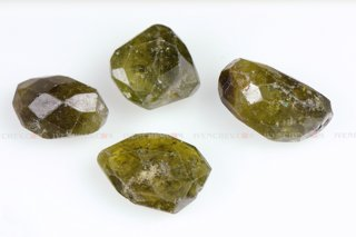 320_04_6200_vesuvianite